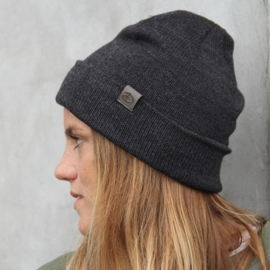 Woman wearing SRIKANDI adults anthra beanie